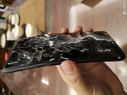 """华为P20手机从21楼坠落 摔出了""""诺基亚""""的感觉"""