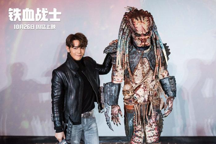 《铁血战士》中国首映 汪东城携自制战甲助阵