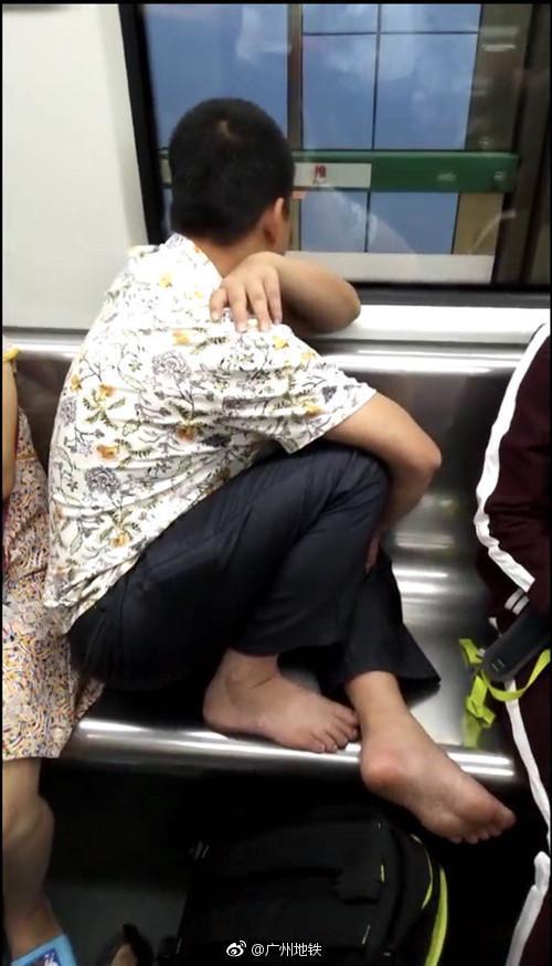 广州地铁怒斥不文明乘客:这是一篇有味道的新闻