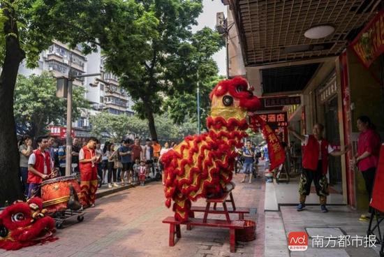 广州小伙心血来潮花1.6万买双色球 喜中818万
