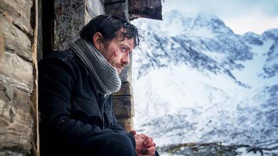 男星拍电影暴瘦30斤 零下30度遭雪崩活埋超敬业