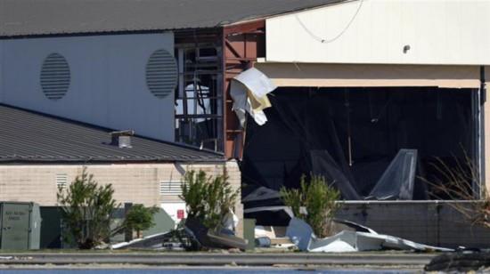 美军F-22战机在飓风中受损 55架只转移了33架