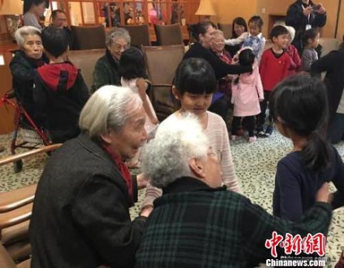 """又到一年重阳节!这些政策保障民众""""老有所养"""""""