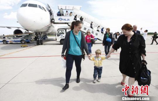 哈爾濱機場黃金周運送旅客41萬人次 部分航班爆滿