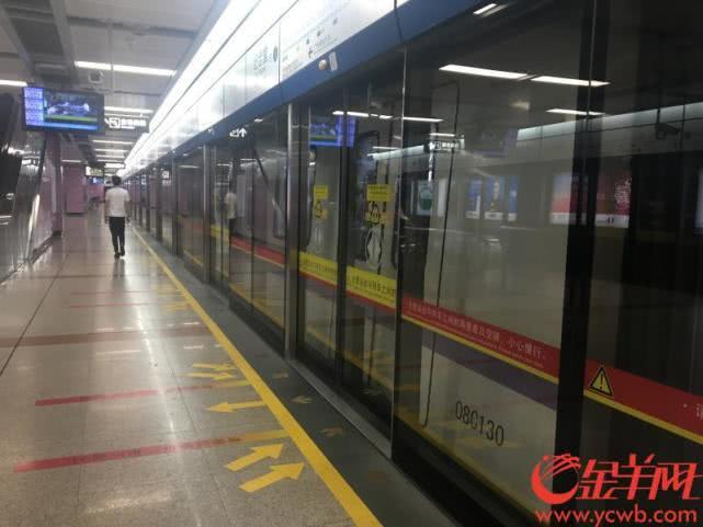 网友称:地铁2号线有烧焦味 纪念堂站乘客蜂拥下车