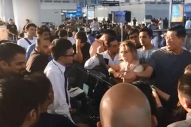 泰航乘客因飞机取消滞留机场10小时 吐槽称没通知没餐饮服务太差