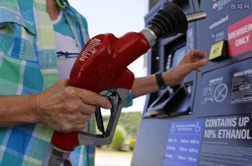 """国际原油价格大跳水,国内""""三桶油""""股价集体下挫"""
