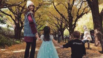 周杰伦遇粉丝求合影 3岁女儿凑上前:我也可以