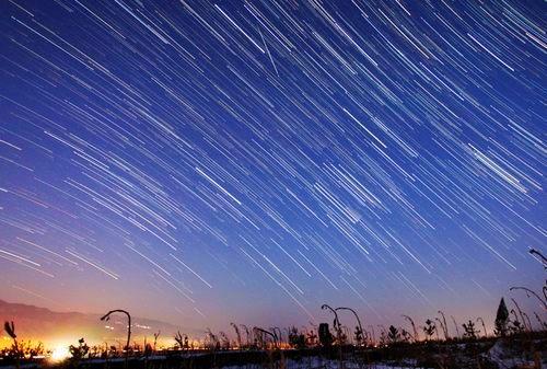 周日凌晨有流星雨可看 呼朋引伴的走起来!