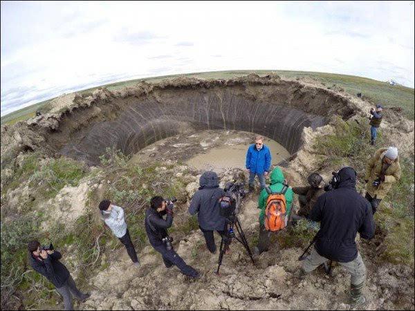世界首次!格陵兰岛冰下现巨型陨石坑