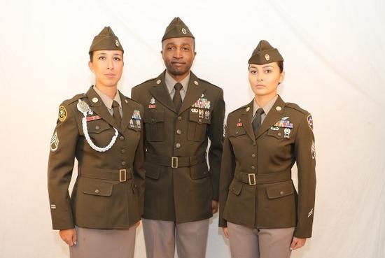 大国竞争靠换装?美陆军穿回二战粉绿军服
