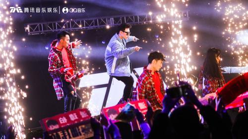 潘玮柏开唱挑战另类玩法 演唱7首重现MV画面