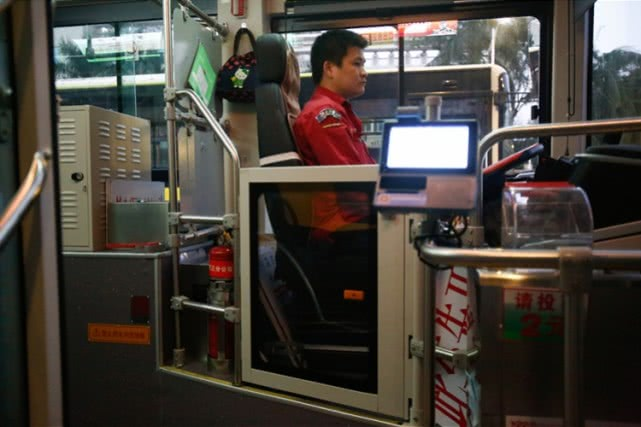 广州公交车驾驶位要装隔离门?乘客赞成司机有顾虑
