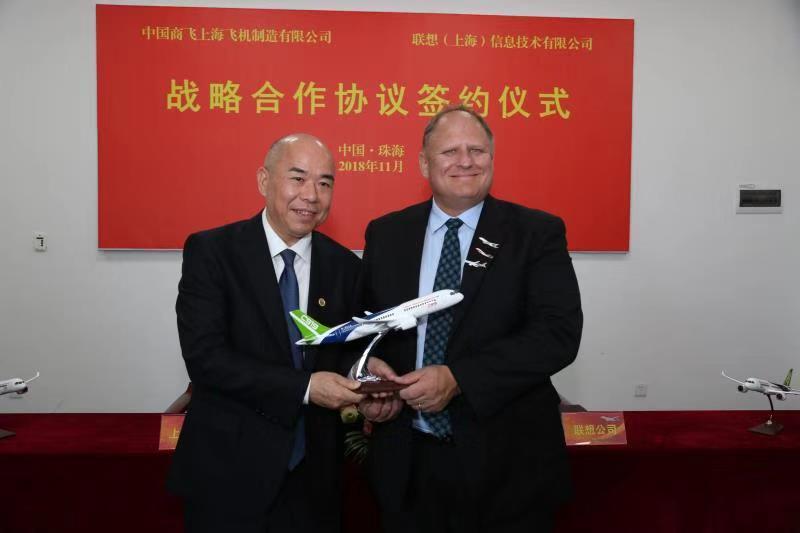 中国商飞上飞公司与多家企业在第十二届中国航展签订战略合作协议
