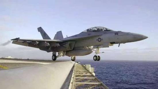 美战机冲绳海域坠毁飞行员获救 原因为发动机故障