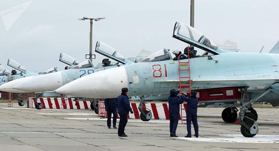 俄国防部:克里米亚别利别克军用机场一期完工