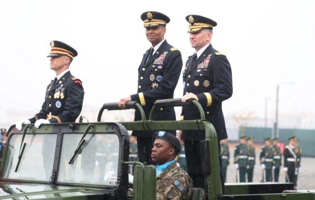韩防长:韩美联合司令部司令热爱韩国 甚至能背韩国国歌