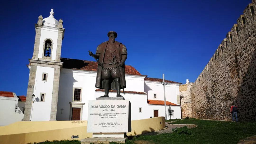 葡萄牙是航海大国。锡尼什是葡萄牙著名航海家达伽马的出生地,如今这里已经成为葡萄牙最繁忙的货运码头。(央视记者张赫拍摄)