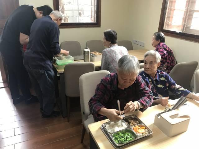 广州建成长者饭堂996个,实现城乡街镇村居全覆盖