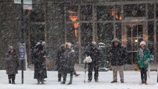 冬季风暴席卷美东南地区 30万户停电数百架航班取消