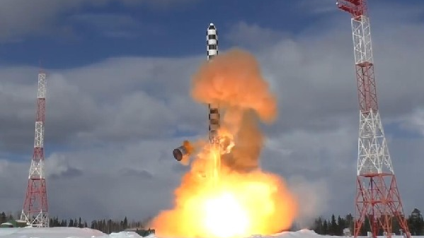 """俄称""""萨尔马特""""能绕开美反导 需500枚导弹才能拦下"""