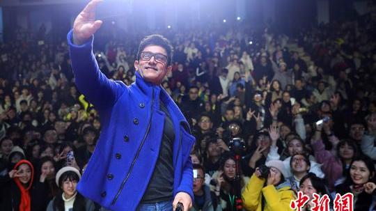 阿米尔·汗携《印度暴徒》走进南京高校 自我感觉像韦小宝