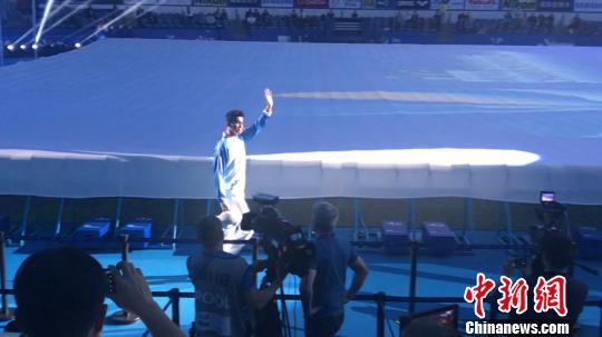 孙杨、罗雪娟出席杭州短池世锦赛开幕式