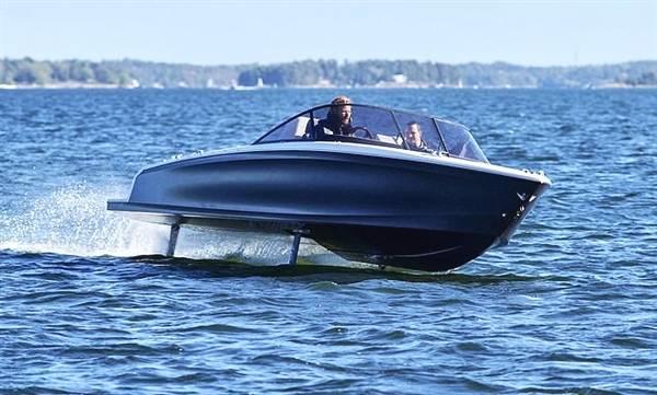 """售168万的全球首款电动快艇:能贴水""""飞行"""""""