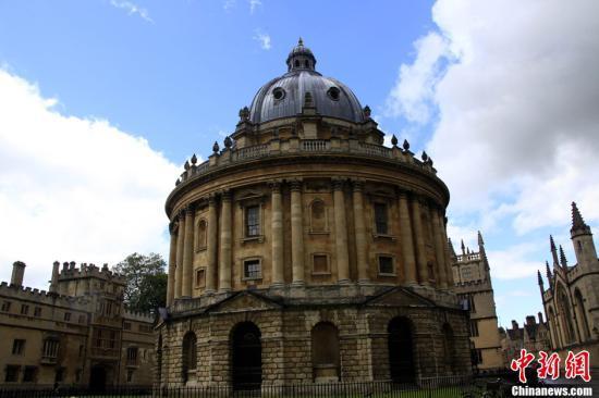 研究:英国一流大学生源失衡 一半来自精英中学