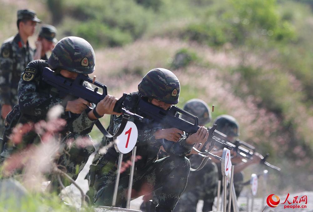 """武警特战员""""魔鬼周""""训练:负重30公斤特种狙击"""