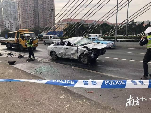 海印桥惨烈车祸致桥上行人受伤 行车记录仪视频曝光