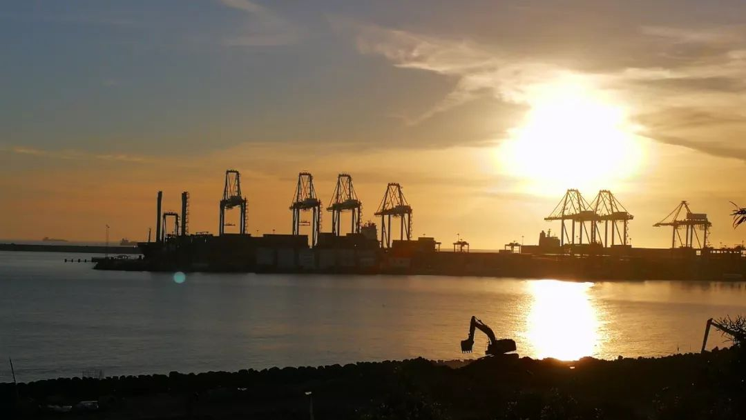 """锡尼什港。葡萄牙政府表示,希望能将锡尼什港纳入中国提出的""""一带一路""""倡议之中,更好发挥葡萄牙得天独厚的地理位置优势。(央视记者张赫拍摄)"""