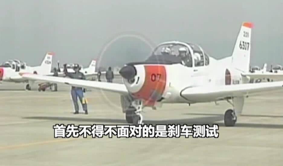 日本自卫队教官暴打犯错飞行学员脑袋 现场视频曝光