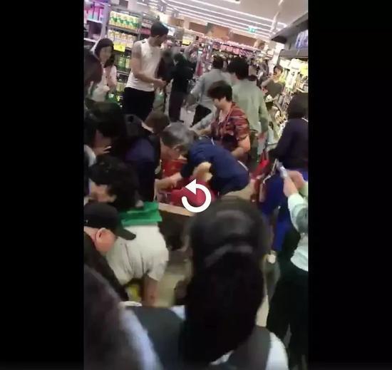 在澳抢奶粉在日医闹在韩疯狂追星 中国人脸不够丢