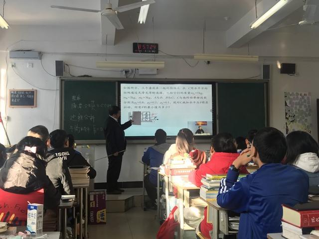 1块屏幕改变命运 贫困地区200多所中学88人考清北
