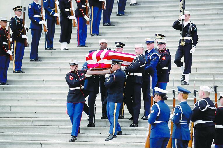 老布什二战传奇经历:坠机跳伞被潜艇救起(图)