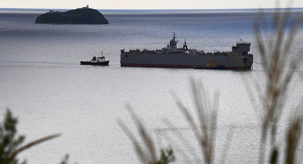 俄海军新锐护卫舰在日本海密集试验起降舰载机