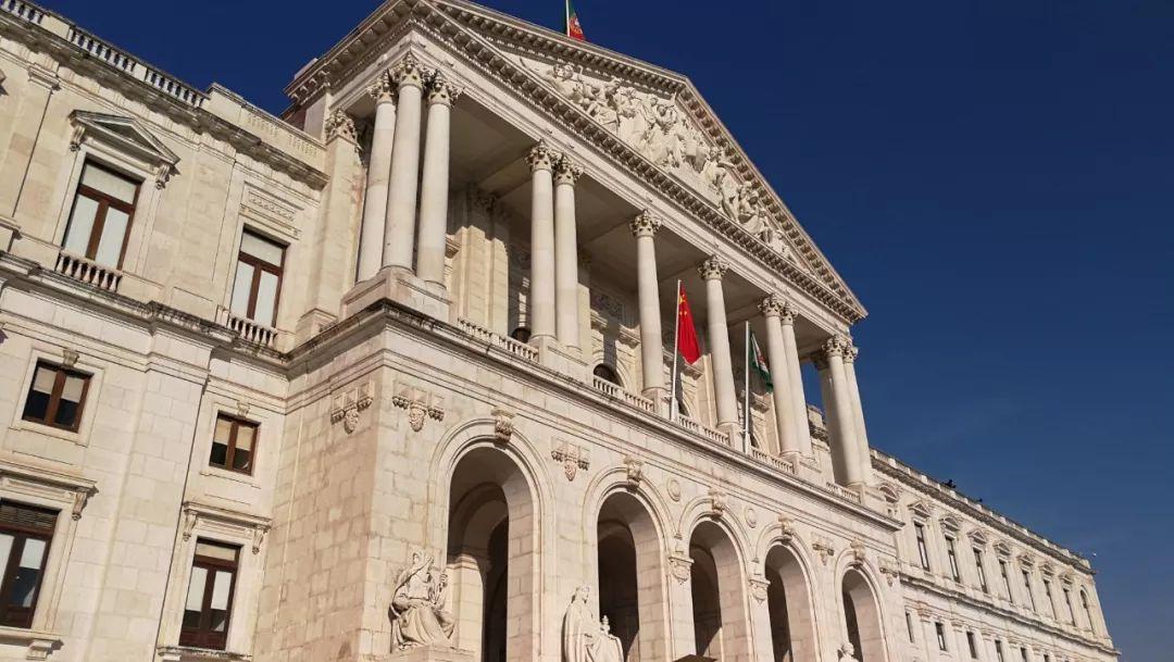 葡萄牙议会大厦也叫圣本笃宫,始建于1598年。19世纪上半叶被大火烧毁后重建,1834年成为议会大厦。(央视记者李铮拍摄)