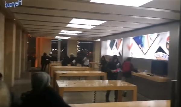 一家Apple Store遭疯狂洗劫:画面揪心