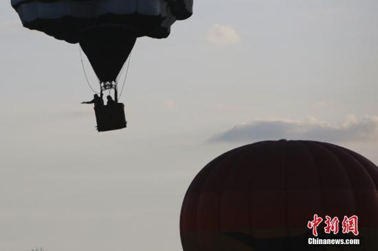 澳热气球飞行途中吊篮起火 安全降落1人受伤