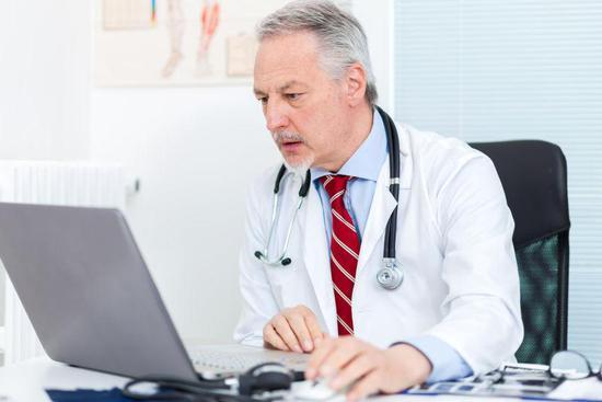 原来在医生眼里,电脑成了医生和病人之间的