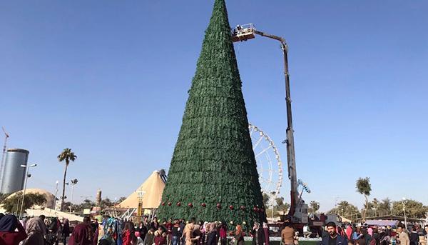 伊拉克将圣诞节定为法定假日,竖26米高圣诞树纪念和平