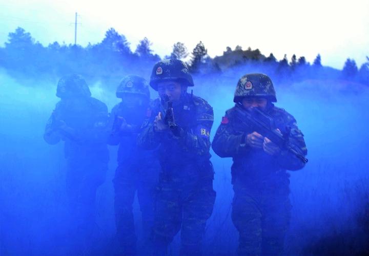 雨雾!山林!武警部队险恶环境锤炼反恐尖刀