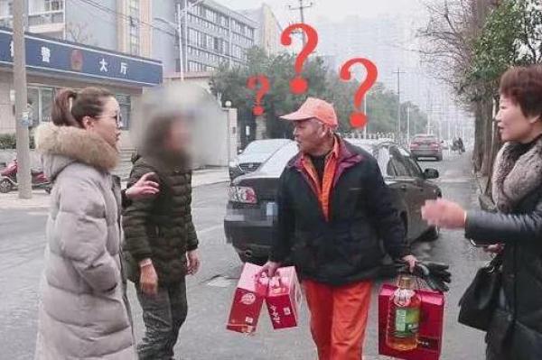 杭州保洁大爷捡万元金器归还:工作为了打发时间,家有4套房