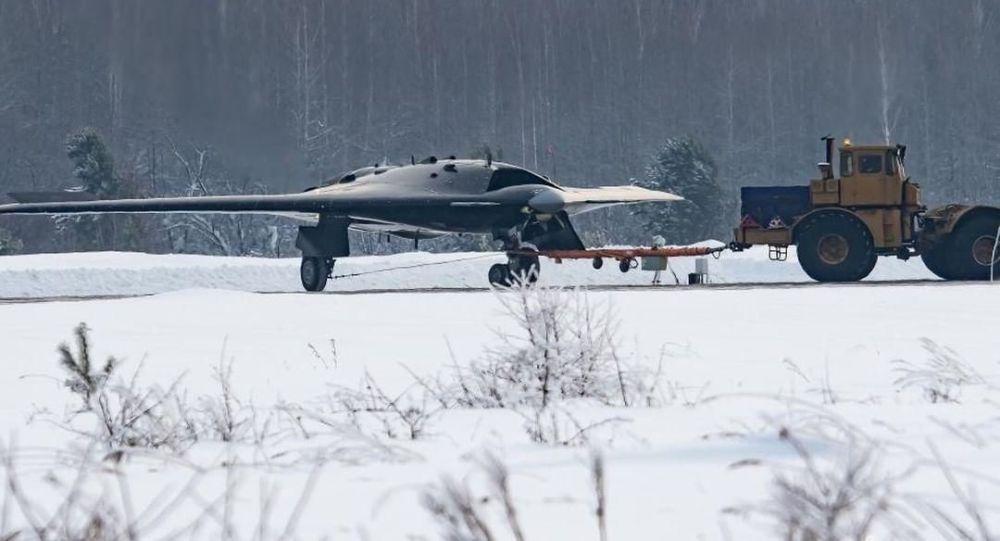 """美媒:俄""""猎人""""隐身无人机很快服役可能性不大"""