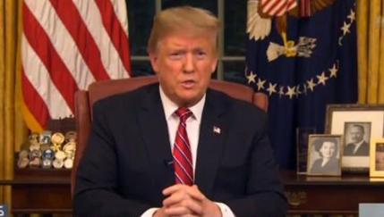 """发薪日前,特朗普为""""筑墙""""喊话 遭遇斥责"""