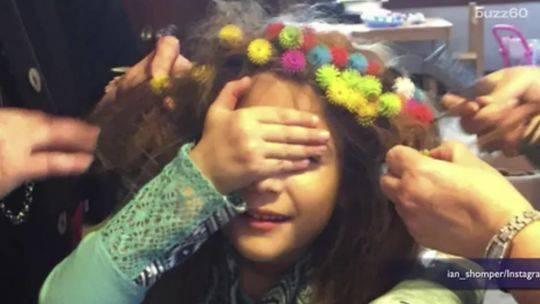 50多个玩具小球缠住女儿头发3天 逼疯美国妈妈