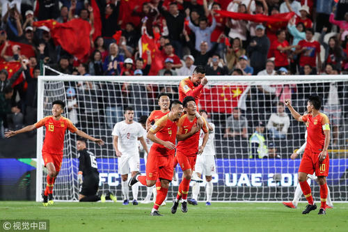 国足3比0大胜菲律宾,两连胜提前小组出线