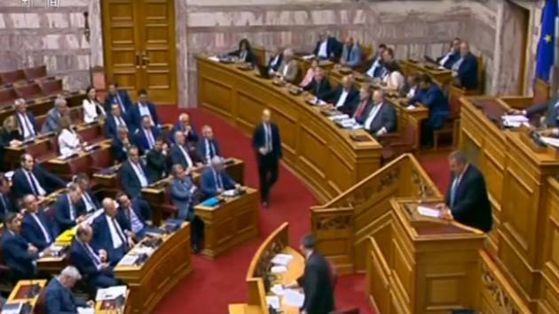 希腊防长辞职 执政联盟破裂