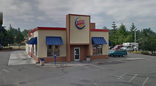 男子被锁厕所1小时获赔终身免费餐 遭毁约后起诉